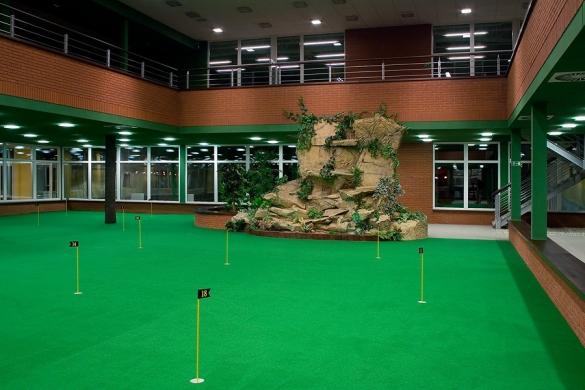 SPORTCENTRUM STEP - 1 hodina hry na golfovém simulátoru až pro 4 osoby jen za 199 Kč!